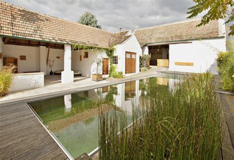 Bauernhaus Modern Aussen by Sanierter Bauernhof Mit Schwimmteich Inspiration