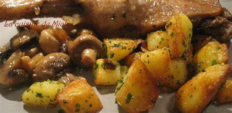 cuisiner des chataignes au four cuisse de canard aux châtaignes et chignons pommes