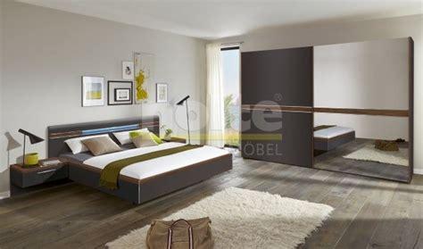 armoire chambre portes coulissantes nolte deseo chambre complète placard mobilier