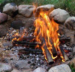 Feuerstelle Im Garten Erlaubt : garten richtig beleuchten kerzenschein offenes feuer strahler co ~ Markanthonyermac.com Haus und Dekorationen