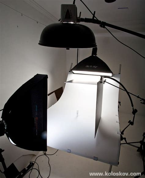 white  shooting table product photography lighting setup