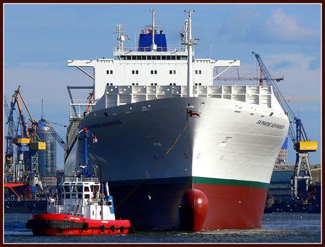Laut dem taiwanischen betreiberunternehmen könnte eine windböe den frachter vom kurs abgebracht haben. frontal - Leeres Containerschiff Foto & Bild   schiffe und ...