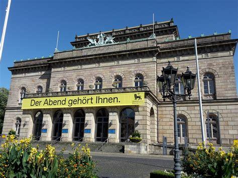 Isabel Ostermann  Regisseurin  Operndirektorin Und