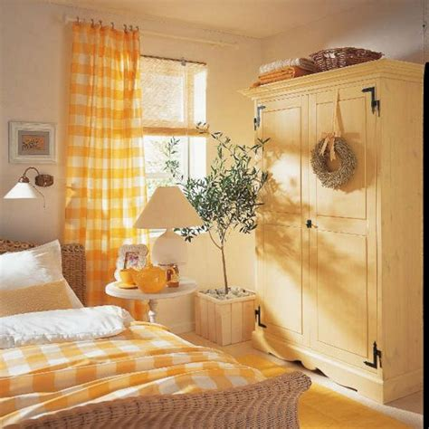Bedroom Decor Ideas Yellow by Yellow Bedroom Decorating Ideas Decoredo