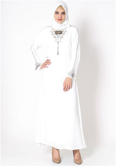 tampilan model gamis muslim warna putih  modis