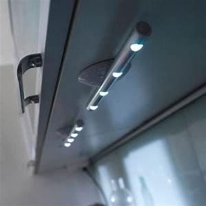 un eclairage parfait pour sa douche italienne With carrelage adhesif salle de bain avec eclairage exterieur bandeau led