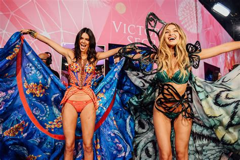 Kendall Jenner and Gigi Hadid at the 2015 Victoria's ...