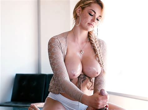 Busty Blonde Masseuse Skyla Novea Porno Movies Watch