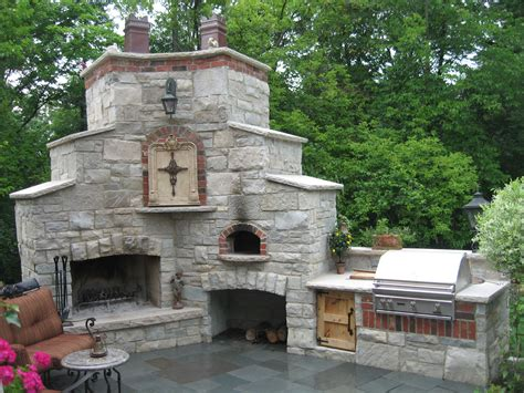 Outdoor Fireplace And Pizza Oven  Site Features