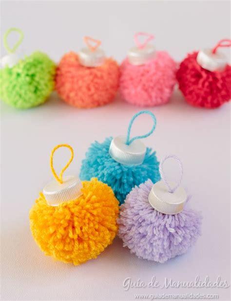 bolas navidenas  pompones de colores ideas navidenas
