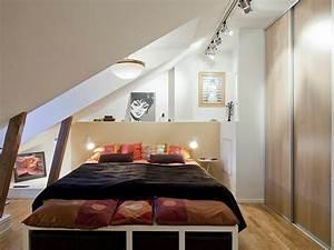 Großes Schlafzimmer Einrichten : dachwohnung einrichten 30 ideen zum inspirieren ~ Frokenaadalensverden.com Haus und Dekorationen