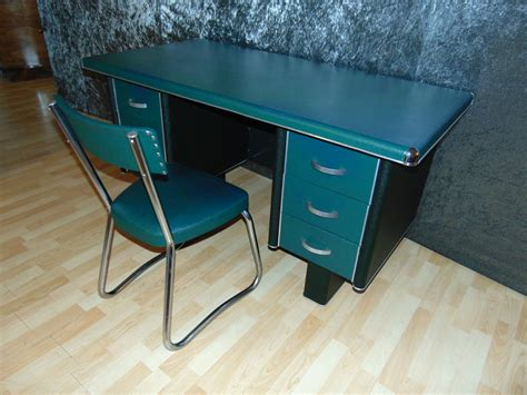 bureau en metal bureau industriel en métal recouvert de skaï vert d