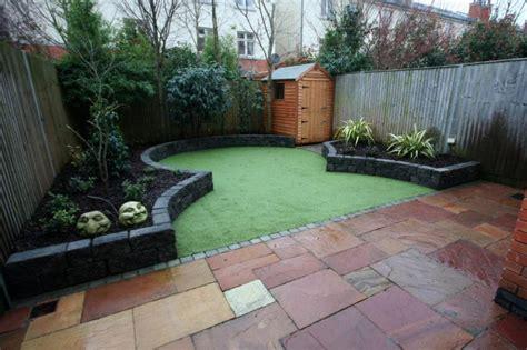 Minimalist Garden Design With Bird Nest |