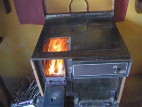 cuisiner au feu de bois bois cuisine et feu en creuse un evénement de taille