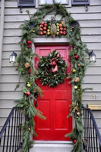 Historic Homes Decorated for Christmas - Jacquelynne Steves