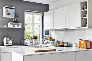 Küche Fliesenspiegel Plexiglas : k chenr ckwand ideen aus glas metall fliesen holz sch ner wohnen ~ Markanthonyermac.com Haus und Dekorationen