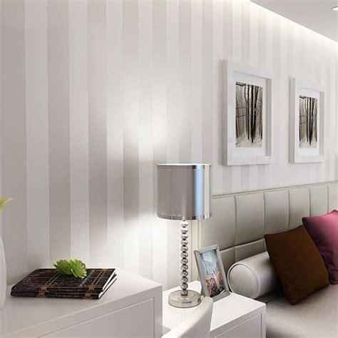 Einfach Wohnzimmer Beige Sofa Wandgestaltung Streifen Braun Beige Wohnstube Wohndesign