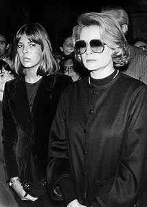 Grace Kelly Beerdigung : princess grace and her daughter princess caroline attending at maria callas funeral 1977 ~ Eleganceandgraceweddings.com Haus und Dekorationen