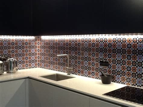 grout    glass featuring tiles