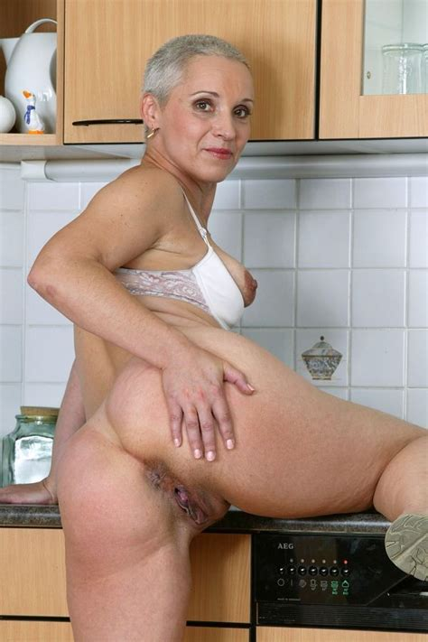 Grey-haired mature lady with wide hips and big butt ...