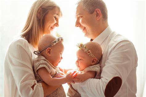 '구구 가가~ 미소를 선물하는 쌍둥이 아기들의 옹알이 대화