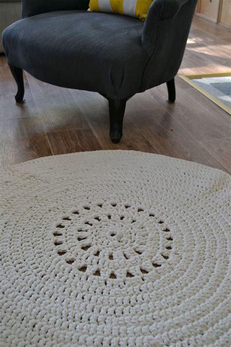 petit tapis rond au crochet avec le fil hooked zpaghetti