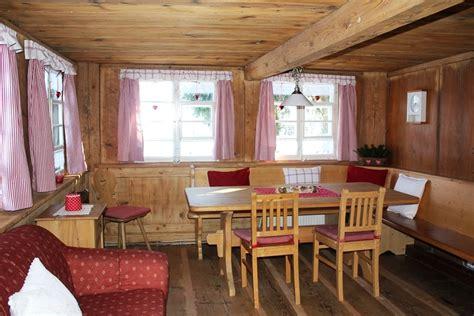 Holztisch Mit Stühlen ferienhaus erdgeschoss holztisch mit st 252 hlen und eckbank