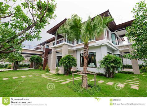 Modernes Haus Mit Garten by Modern House And Garden Stock Photo Image Of Architecture