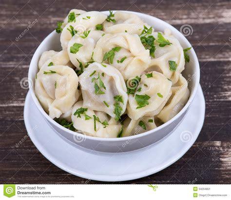 cuisine russe traditionnelle piatto russo tradizionale pelmeni immagine stock