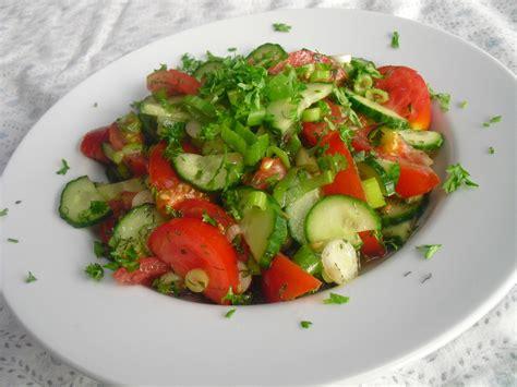 gurken und tomaten tomaten gurken salat mit dill und petersilie bentson chefkoch de