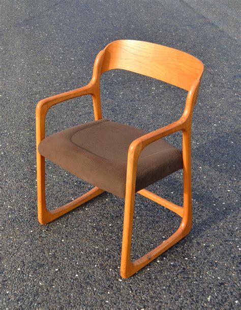 chaise traineau baumann des chaises design vintage des ées 1950 à 80 de
