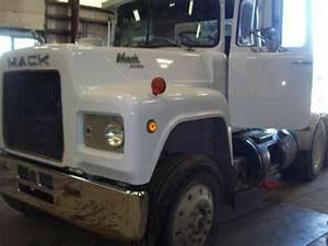 Mack R690st  1989    Daycab Semi Trucks