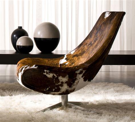 chaise en peau de vache cowhide lounge chair by italy design oyster