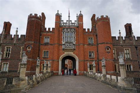 london hampton court palace diverting journeys