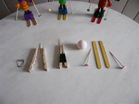 des petits skieurs avec une pince 224 linge en bois les p tites mains bricoleuses