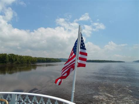 Mississippi River Boat Cruises Dubuque Ia by Cruise The Mississippi River To Experience Iowa S