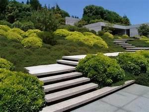 comment avoir un joli jardin en pente jolies idees en With amenagement exterieur maison terrain en pente 14 conseils amenagement terrain talus chambery