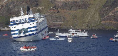 cruise ship sinking santorini ship gr