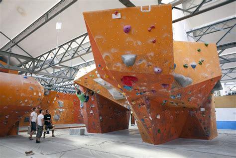 salle d escalade salle d escalade blocbuster 171 zoomfactor architectes