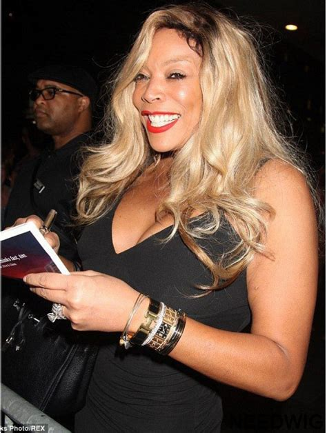 Without Bangs Wavy Blonde 20 Inch Ideal Wendy Williams Wigs