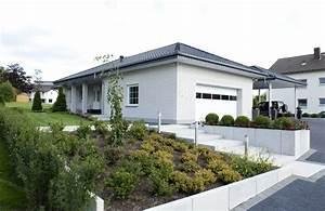 Baumeister Haus Preise : bungalow haus mit doppelgarage walmdach baumeister haus dittmer massivhaus bauen ~ Frokenaadalensverden.com Haus und Dekorationen