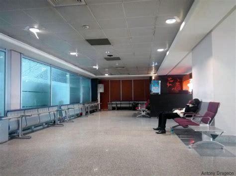 bureau de controle maroc une journée avec les étrangers en rétention à l 39 aéroport