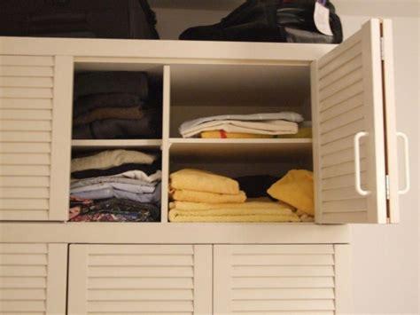 Gut Erhaltener Weisser Kleiderschrank Zu Verkaufen Jalousie Einstellen Fenster Mit Jalousien 50 Cm Teba Klemmfix 24 Stopper Im