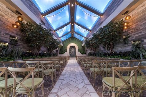 rustic chic wedding venue in las vegas glass gardens at