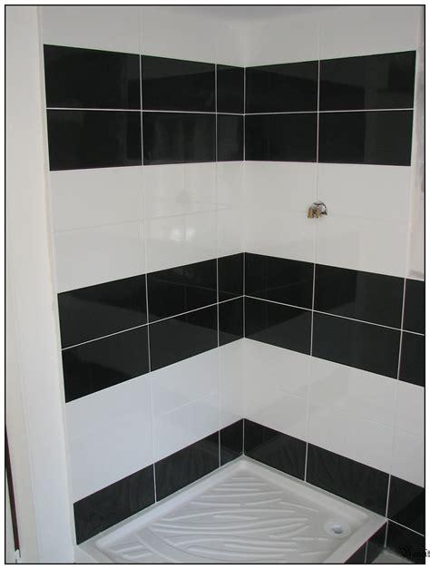 salle de bain faience noir et blanc