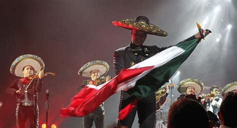 Alejandro Fernandez, mexican singer and millionaire too