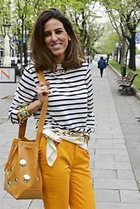 Look - Pantalones color mostaza camiseta de rayas pau00f1uelo Loewe y bolso Uterque