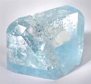 Icy blue Topaz :: Itinga, Minas Gerais, Brazil | Rocks ...