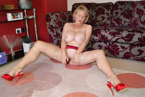 Busty Mature Wife Gets Her Tits Out And Fucks Herself Xxx