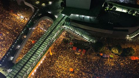 video drone footage shows  incredible scale   hong kong protests vox